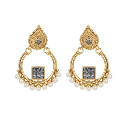 11525 Antique Classic Earring with gold plating