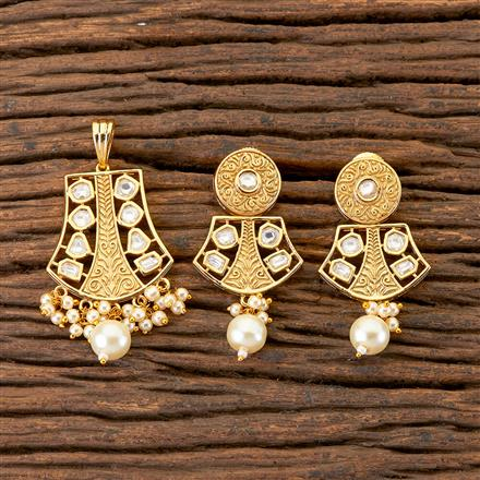 300535 Kundan Delicate Pendant Set With Gold Plating