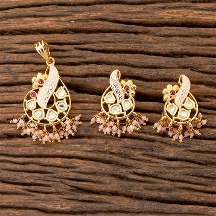 300538 Kundan Delicate Pendant Set With Gold Plating