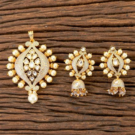 300539 Kundan Classic Pendant Set With Gold Plating