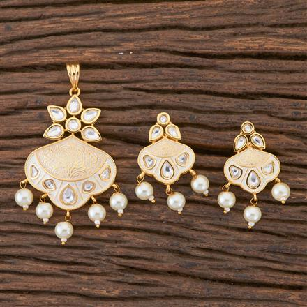 300591 Kundan Delicate Pendant Set With Gold Plating