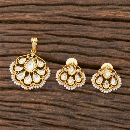 300592 Kundan Delicate Pendant Set With Gold Plating