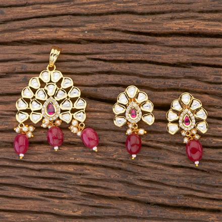 300606 Kundan Delicate Pendant Set With Gold Plating