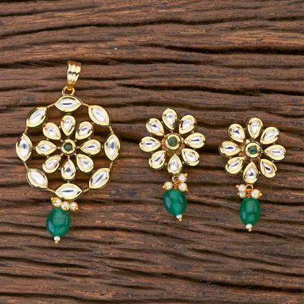 300608 Kundan Delicate Pendant Set With Gold Plating