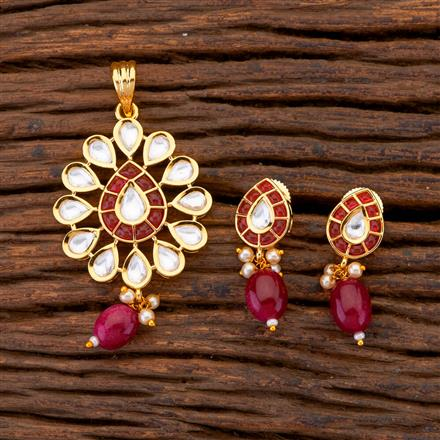 300651 Kundan Classic Pendant Set With Gold Plating