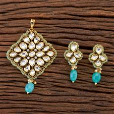 300663 Kundan Classic Pendant set with gold plating