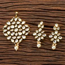 300686 Kundan Classic Pendant set with gold plating