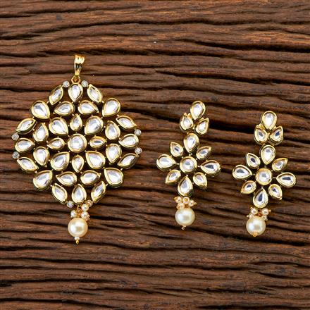 300686 Kundan Classic Pendant set with gold plating