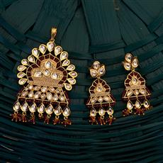 300698 Kundan Classic Pendant set with gold plating