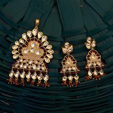 300698 Kundan Classic Pendant set with gold plating