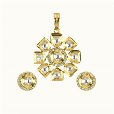 40118 Kundan Delicate Pendant Set with gold plating