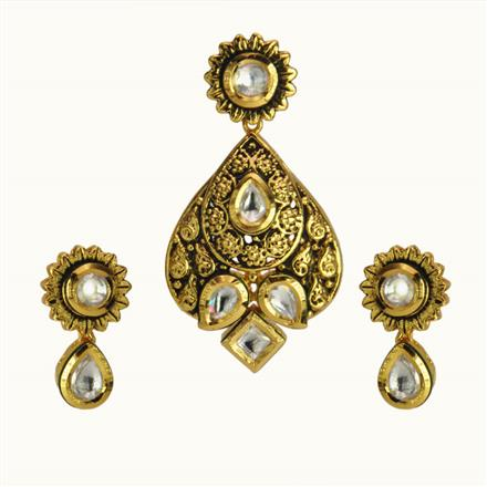 40183 Kundan Fusion Pendant Set with gold plating