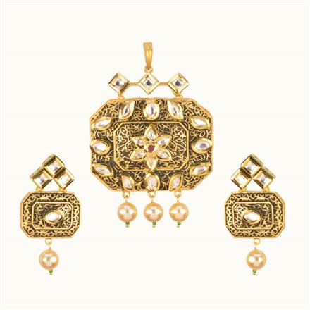 40208 Kundan Classic Pendant Set with gold plating