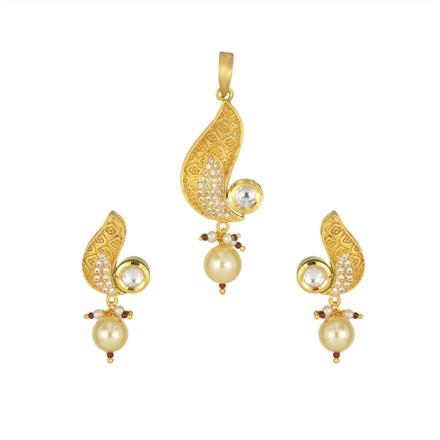 40366 Kundan Delicate Pendant Set with gold plating