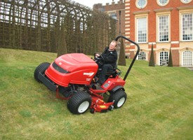 The Shibaura SG280 Ride on Slope Mower