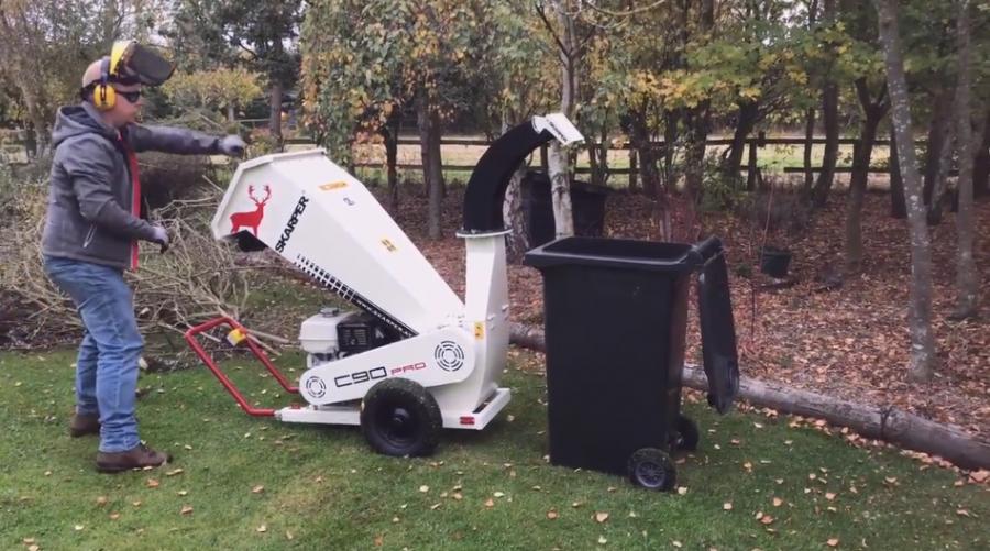 Skarper C90 chipping into a wheelie bin