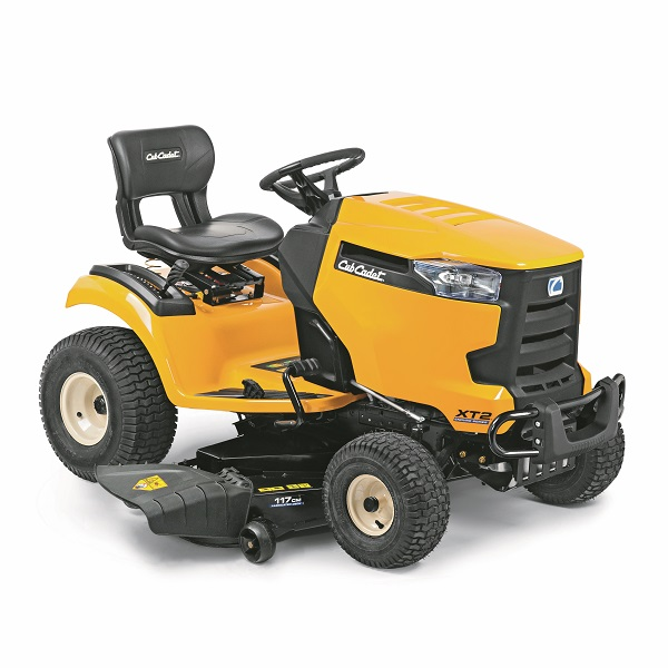 Strong, powerful and agile – a lawn tractor for all seasons