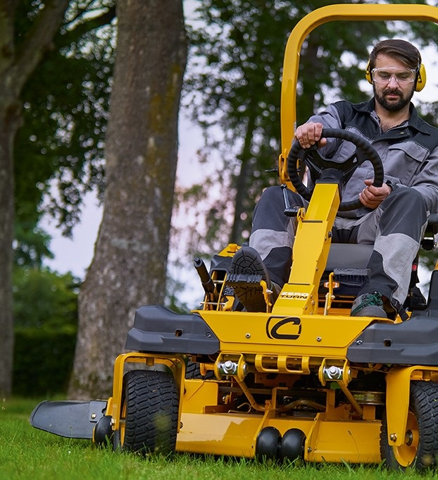 PRO-Z-essional mowing from Cub Cadet