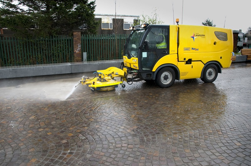 Paving jointing to withstand mechanical street cleaning