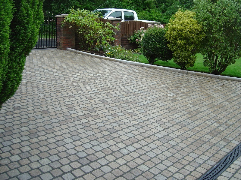 Traffic resistant pointing for stone sett driveways