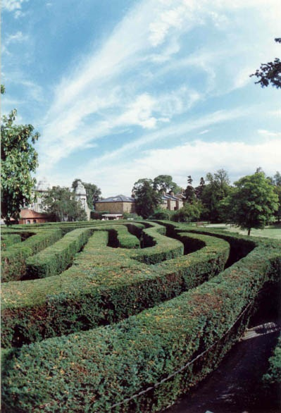 The History of Mazes in Britain