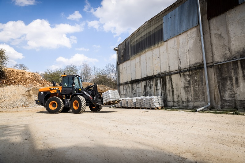 Doosan launches new DL220-7 and DL250-7 wheel loaders
