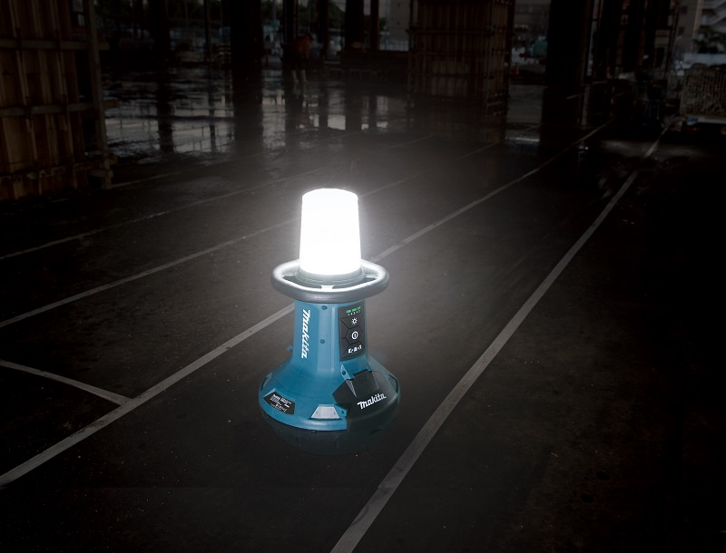 Makita launches new self righting site light