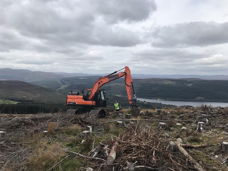 Robertson Fencing expands with new Doosan excavators