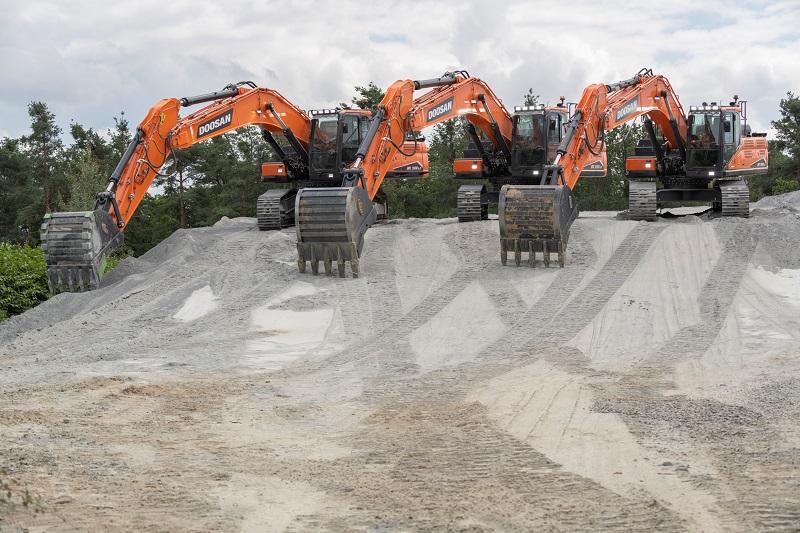 DX380LC-7 completes Doosan 30-40 t Stage V excavators