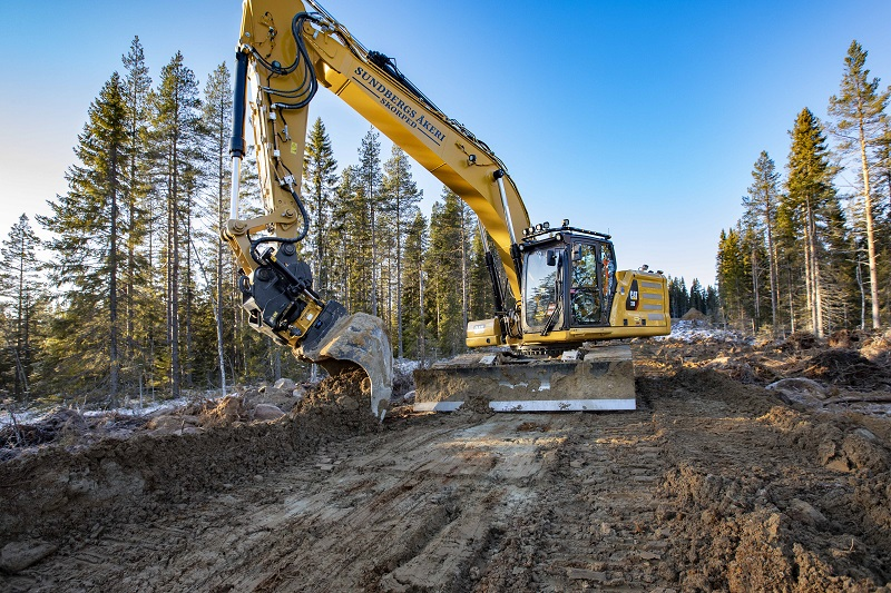 Engcon plays part in first Cat 330 with a front blade