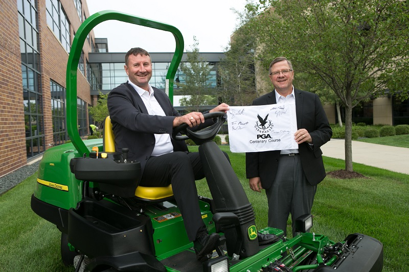 Gleneagles and John Deere sign supplier agreement