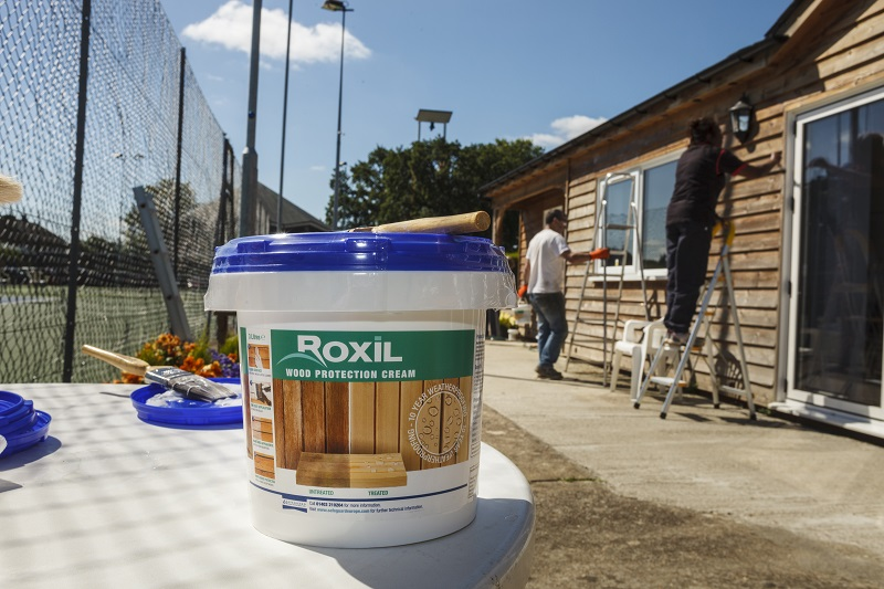 Protecting wooden structures with Roxil