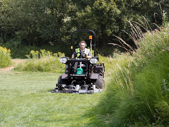 All-day mowing in a Stage V package