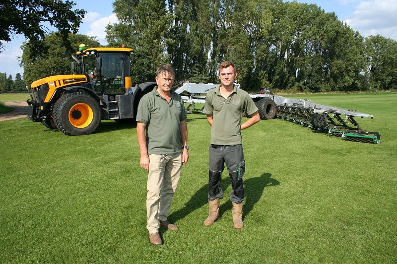 JCB Fastrac keeps turf grower on track