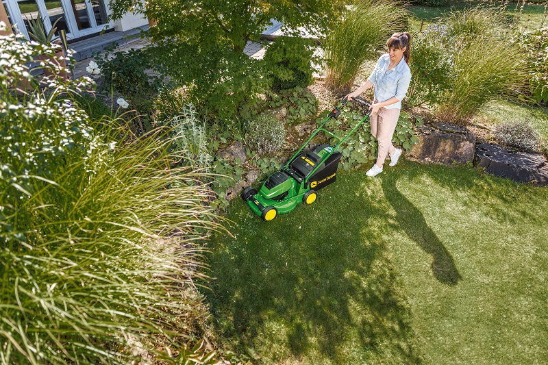 John Deere introduces two new battery mowers