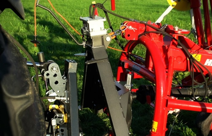New linkage coupling system revolutionises tractor work