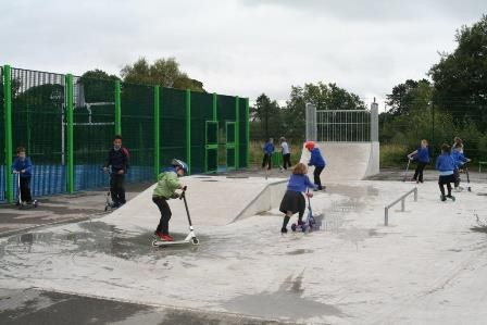 Welsh First Minister opens MUGA and skateboarding zones