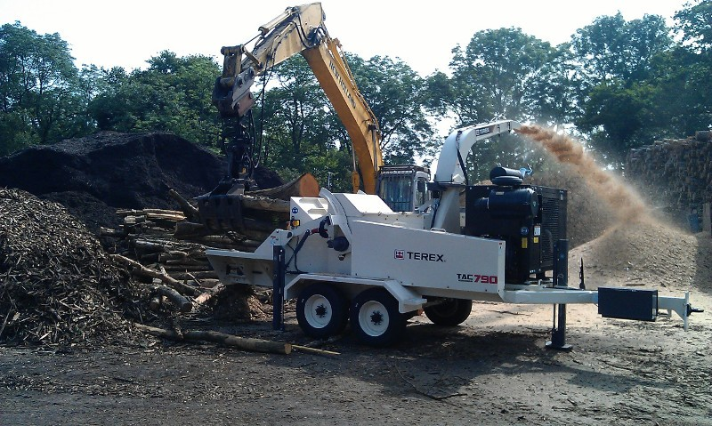 LISTON PRODUCTS IN THE UK SUPPLY  TEREX® ENVIRONMENTAL 790 ARBORIST CHIPPER TO STUBBS COPSE WOOD YARD