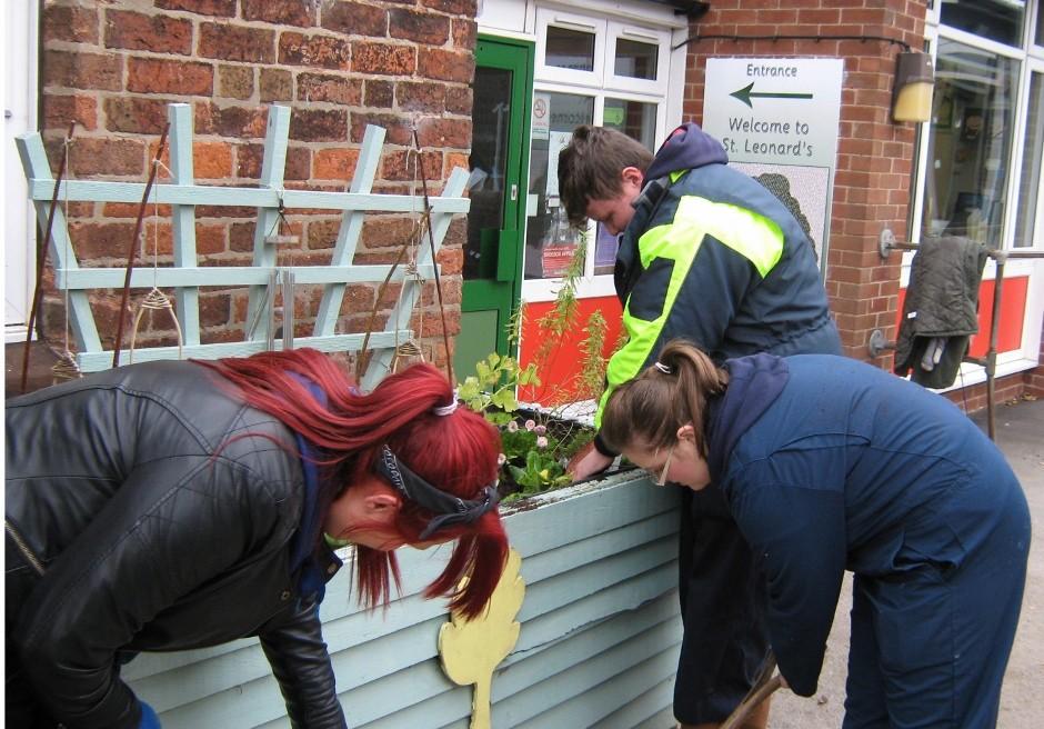 Horticulture students help school create outdoor space
