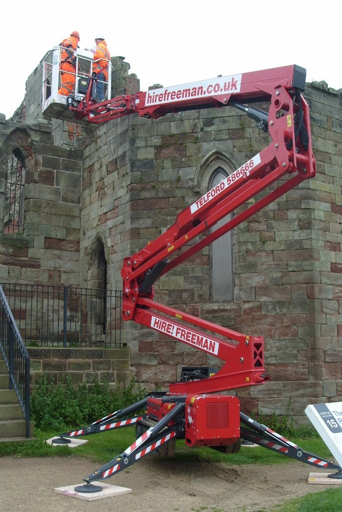 Hinowa spider lift makes light work of castle survey