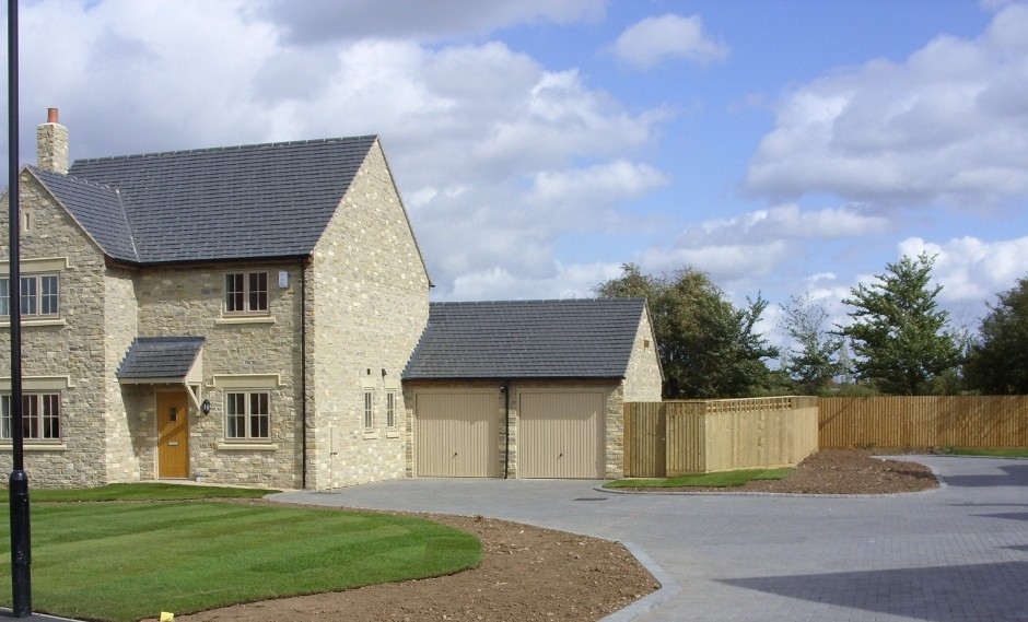 Hanson Formpave's permeable paving used in new housing development
