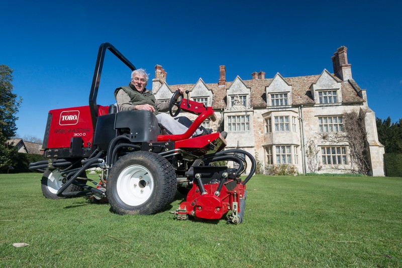 ANGLESEY ABBEY PUTS TRUST IN TORO