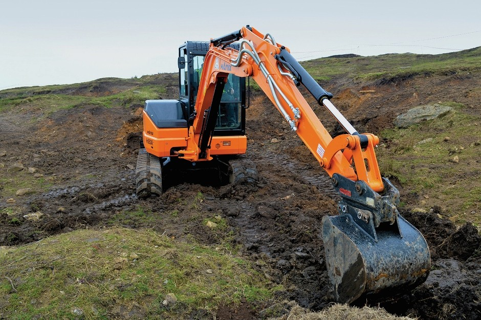 Hanix H55DR digs deep with new long arm option