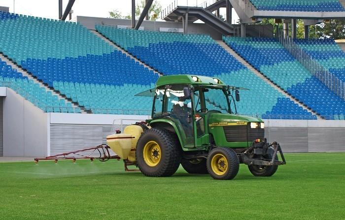 New liquid fertiliser provides full nutrient support for fine sports turf