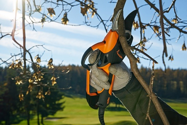Pellenc launches two new battery-powered pruning shears