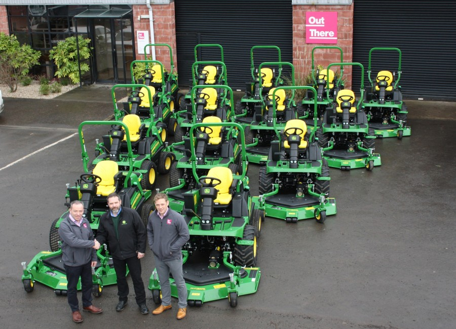 ​Out There chooses John Deere out-fronts