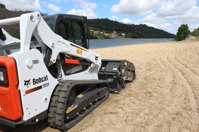 Bobcat attachment cleans river beaches