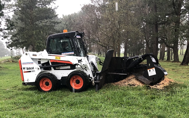 Bobcat SG60 clears stumps at golf course