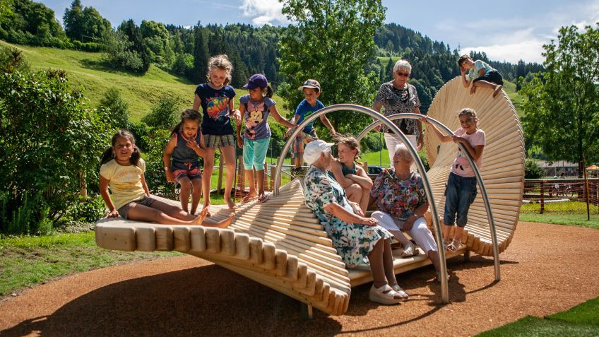 Multigenerational moveart playsculpture launched in UK