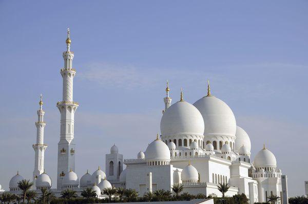 Majestätisch: die Sheikh-Zayed-bin-Sultan-Al-Nahyan-Moschee